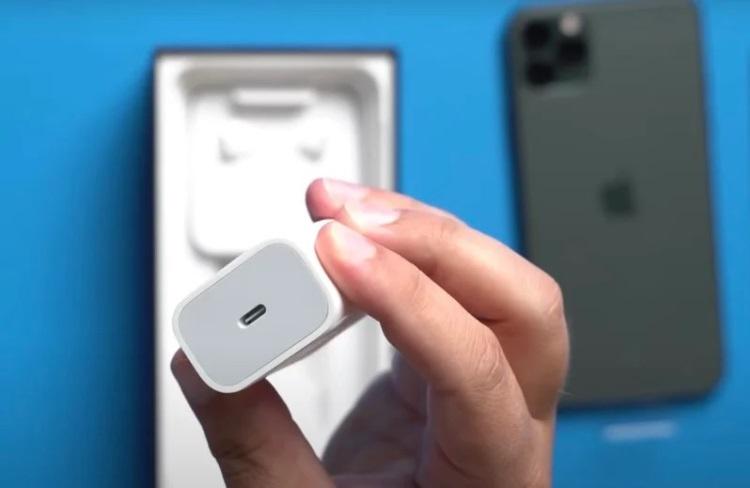 Бразилия оштрафовала Apple на $2 млн за продажу iPhone без зарядных устройств