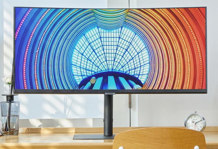 Samsung представила сразу 12 мониторов с высоким разрешением