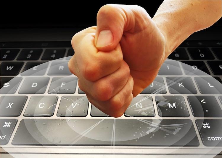 """Против Apple подан новый коллективный иск из-за проблем с клавиатурами у MacBook"""""""