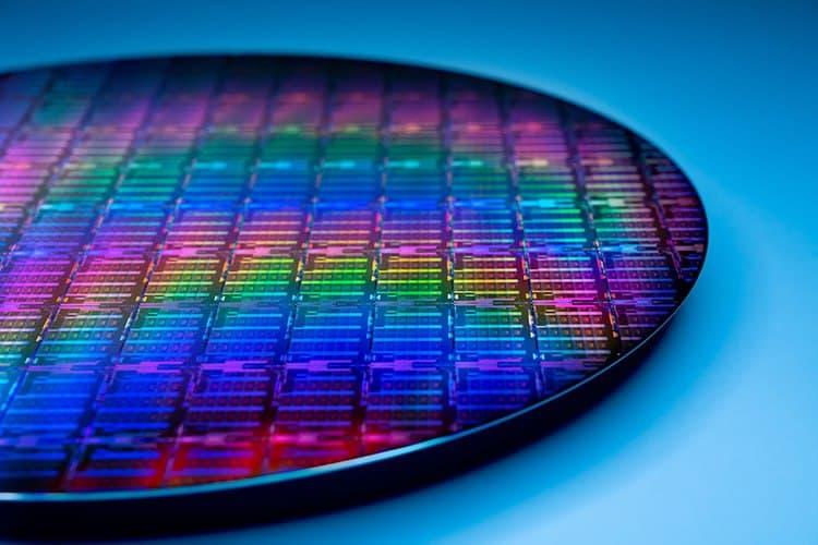 Intel построит две новые фабрики и станет контрактным производителем полупроводников