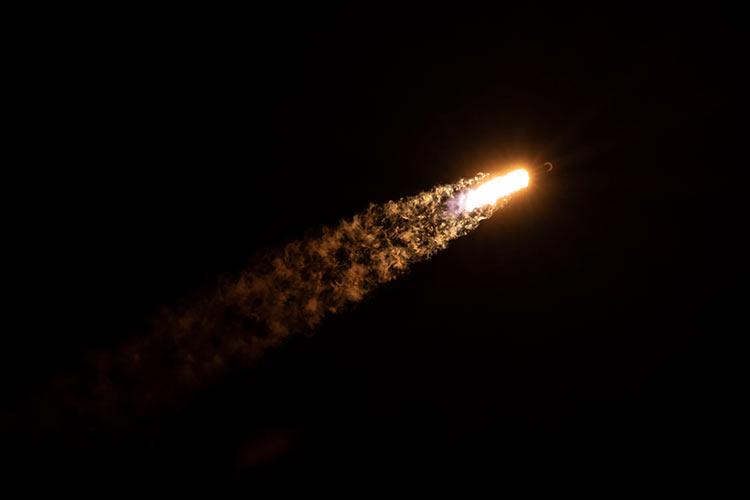 Фотография запуска Falcon 9 во время миссии Starlink 14 марта (SpaceX)