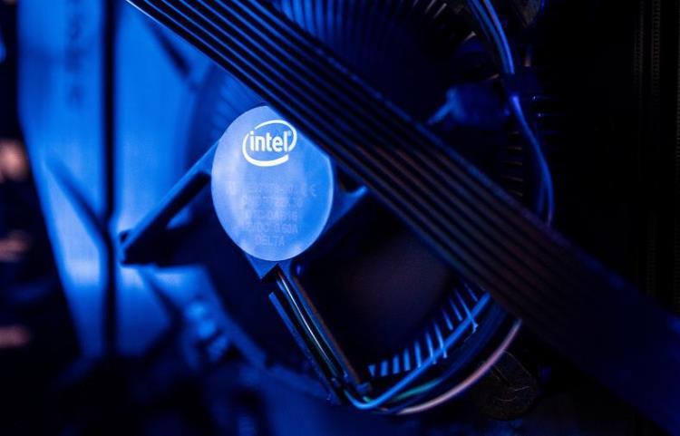 В процессорах Intel обнаружены две опасные уязвимости — они заложенысамим производителем