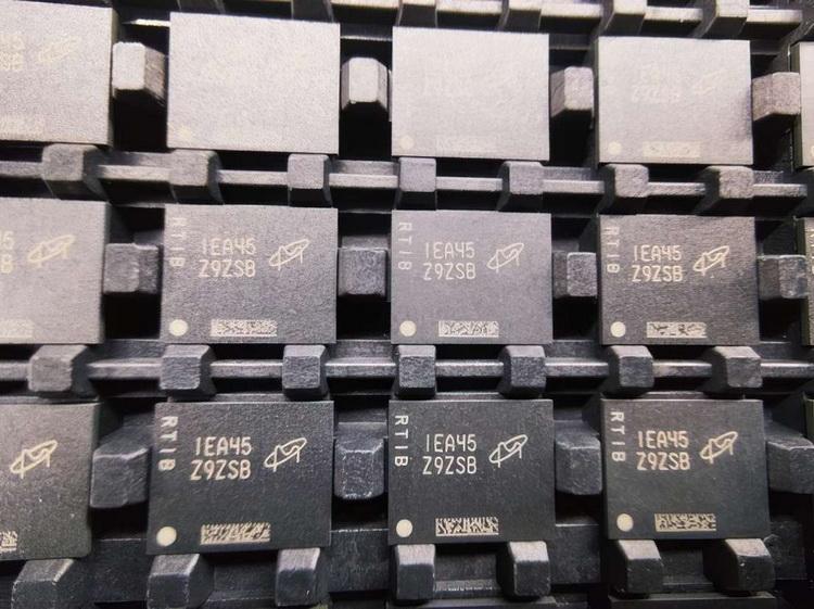 """В Китае запустили массовое производство модулей оперативной памяти DDR5"""""""