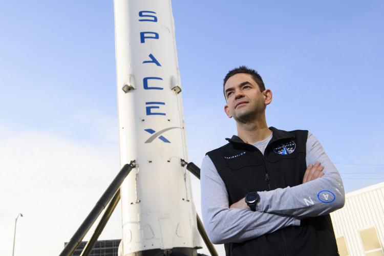"""SpaceX назвала членов экипажа космической миссии Inspiration4— среди них нет ни одного астронавта"""""""