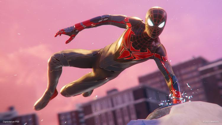 В Marvel's Spider-Man: Miles Morales появился новый костюм, а конкретно в PS5-версии — ещё и реалистичная деформация мышц