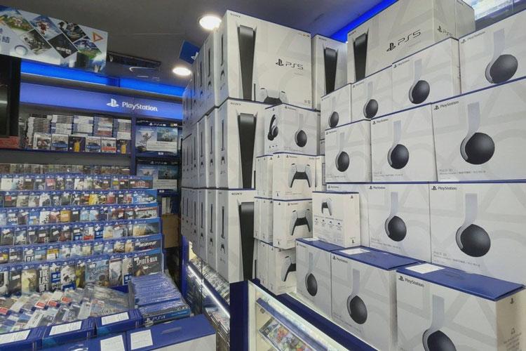 Первый завоз приставок Soony PlayStation 5 в Гонконг. Источник изображения: Chris Chang