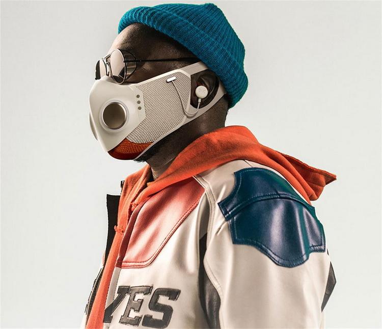 Рэпер Will.i.am представил защитную маску за $299 с подсветкой, сменными фильтрами ибеспроводными наушниками