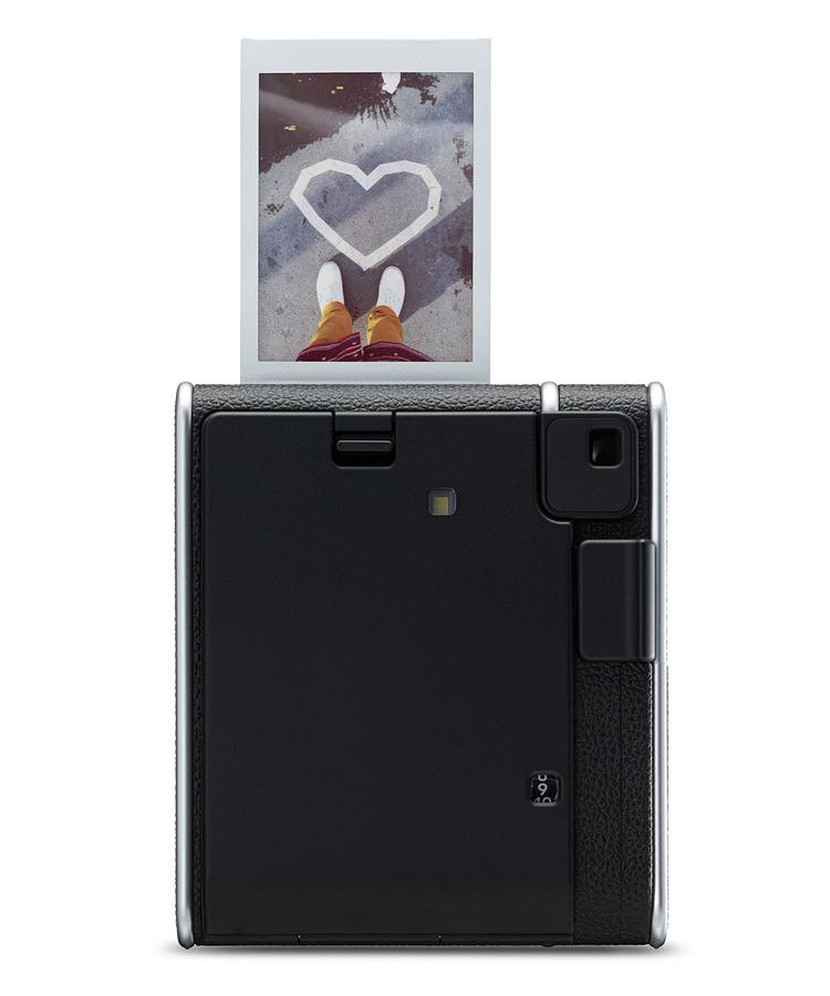 Fujifilm представила камеру моментальной печати Instax Mini 40 в ретро-стиле