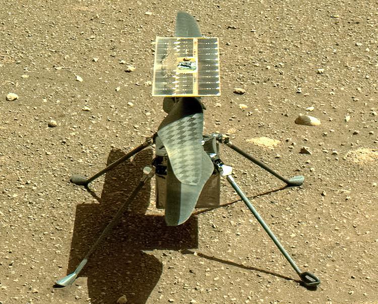 Марсианский вертолёт прислал на Землю первую цветную фотографию, которую сделал на Красной планете