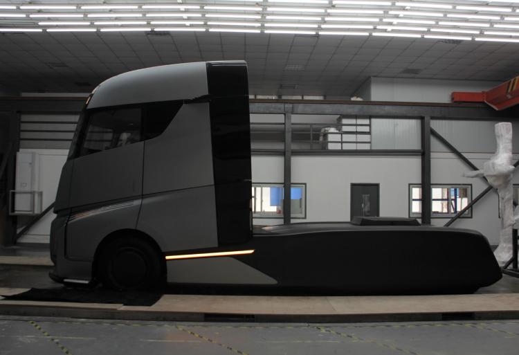 Первые изображения китайского конкурента тягача Tesla Semi от компании Geely