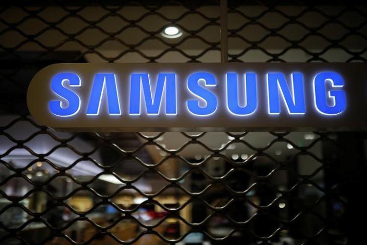 Смартфон Samsung Galaxy Quantum2 предстал на живых фотографиях