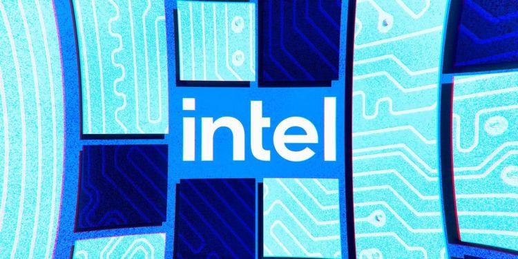 Intel готова начать выпуск автомобильных чипов для заказчиков уже через полгода