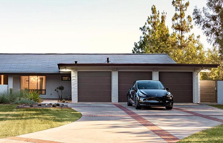 """Tesla резко взвинтила цены на свою солнечную кровлю, разозлив тем самым многих клиентов"""""""