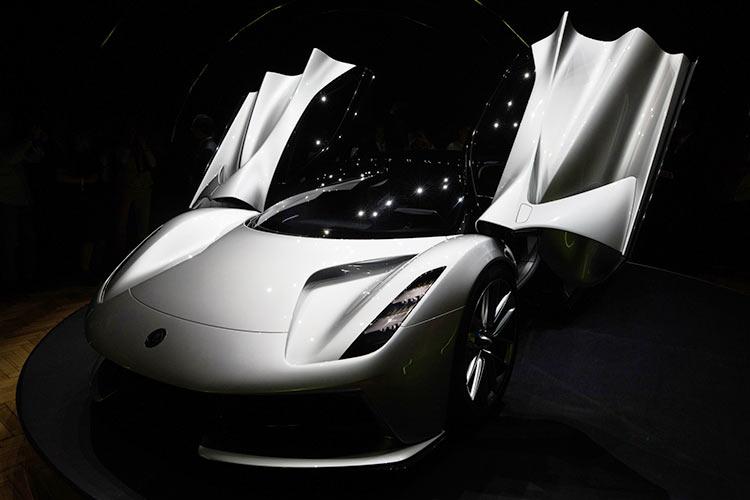 Geely собирается вывести электромобили культовой марки Lotus на рынок Китая