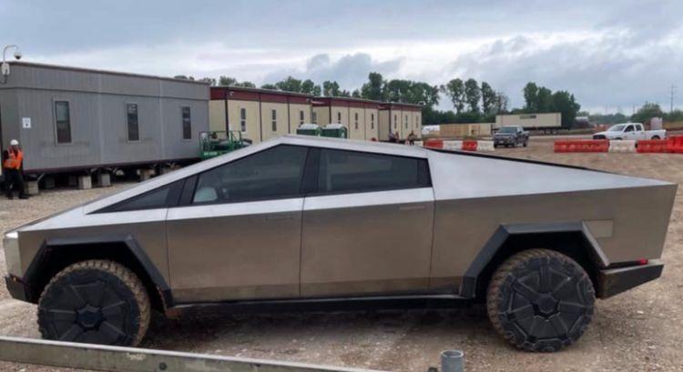 """Прототип пикапа Cybertruck замечен на строительной площадке Tesla в Техасе"""""""