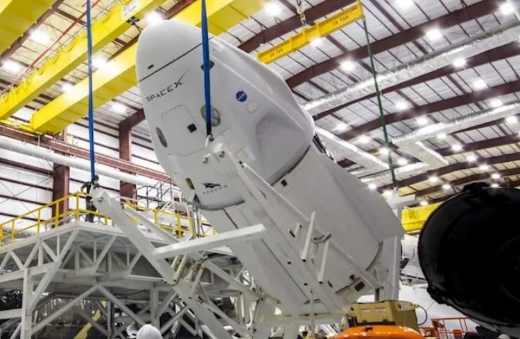 """NASA впервые отправит астронавтов на МКС с помощью многоразовой ракеты и многоразового корабля"""""""