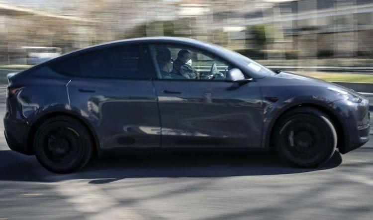 Поставки электромобилей Tesla в Китае за год выросли в три раза