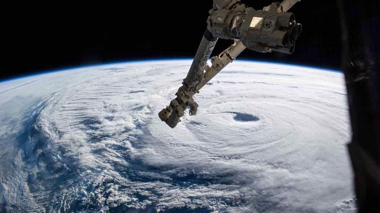 Роботизированный манипулятор на МКС. Источник изображения: NASA