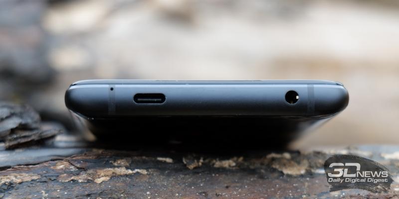 ASUS ROG Phone 5, нижняя грань: микрофон, порт USB Type-C, мини-джек