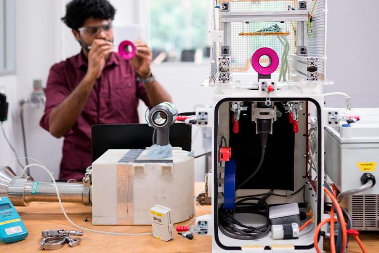 """Dyson расширит штат исследователей и инвестирует в создание новых технологий 2,75 млрд фунтов"""""""