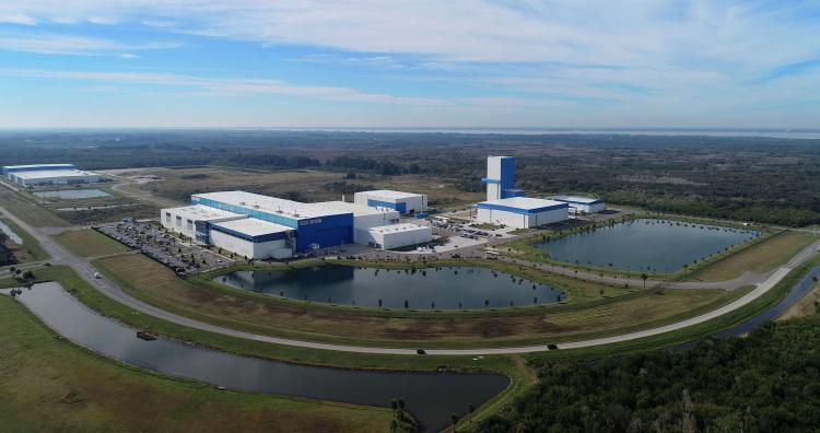 Вид с воздуха на огромный ракетный завод Blue Origin во Флориде (Blue Origin)