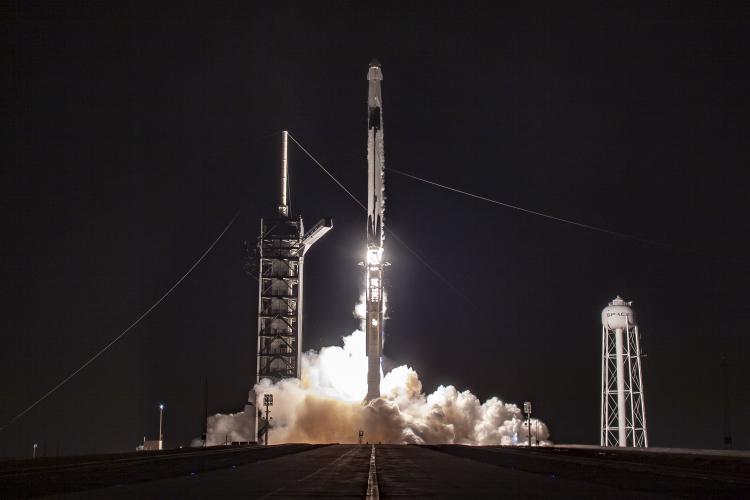 """SpaceX получила дополнительные квоты на запуск низкоорбитальных интернет-спутников, а Amazon — нет"""""""