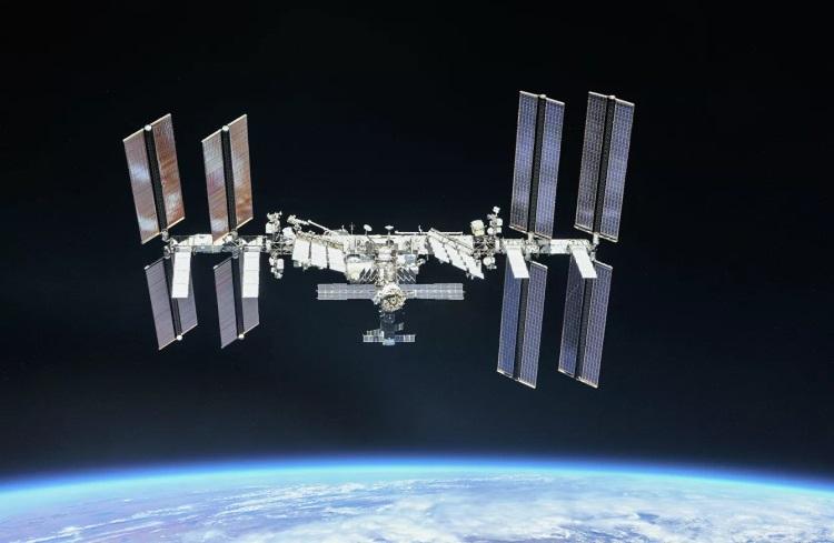 """Космонавты на МКС изолировали отсек, из которого утекает воздух"""""""