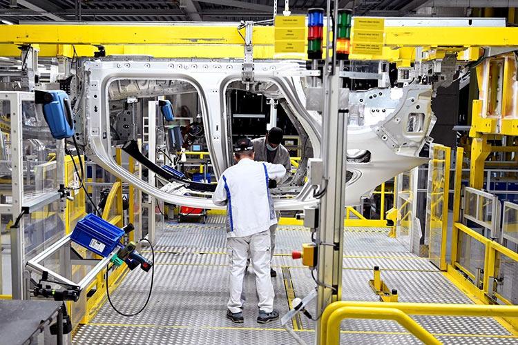 Производство автомобилей Volkswagen в Словакии (Radovan Stoklasa | Reuters)