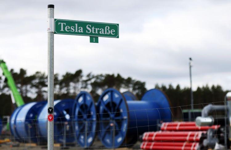 Немецкий завод Tesla введут в эксплуатацию не раньше следующего года