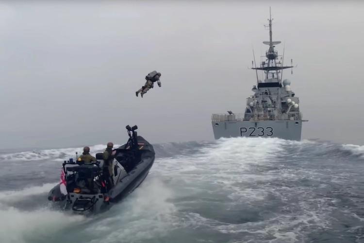 Британские морпехи испытали реактивные ранцы для штурма корабля