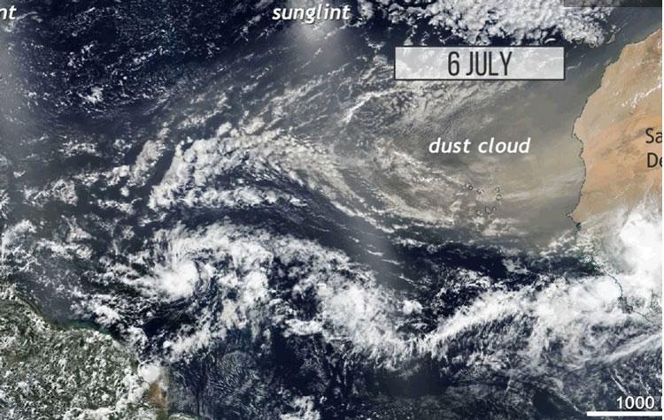 Спутниковый снимок по переносу песка из Сахары на территорию США. Источник изображения: NASA