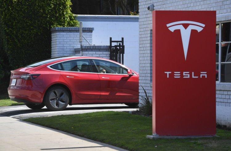 Исследователи удалённо взломали электромобиль Tesla с помощью дрона