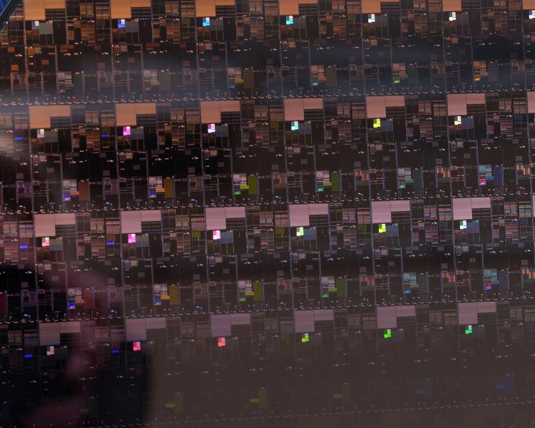Кремниевая пластина с 2-нм чипами IBM