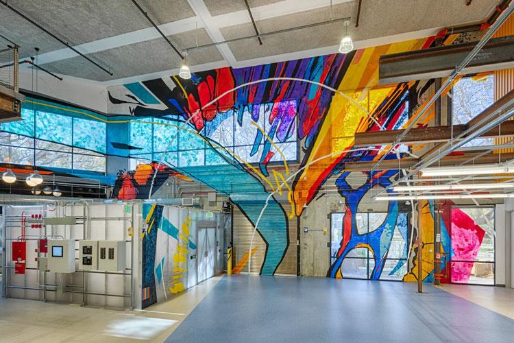 Украшенный витражом центральный вход в новый «квантовый» центр Google. Источник изображения:  Alphabet