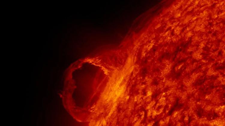"Зафиксирован резкий рост активности Солнца: на Земле грядут магнитные бури"""