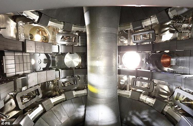 Внутри токамака. Источник изображения: John Lawrence