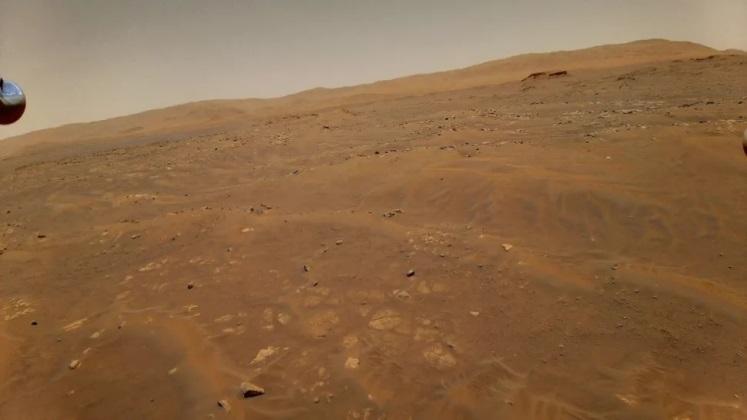 Снимок с камеры Ingenuity, сделанный во время шестого полёта
