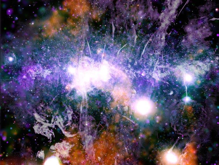 Нажмите для увеличения. Источник изображения: NASA/CXC/UMass/Q.D. Wang; Radio: NRF/SARAO/MeerKAT