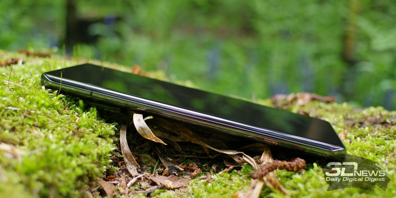 Xiaomi Mi 11 Ultra, левая грань лишена функциональных элементов