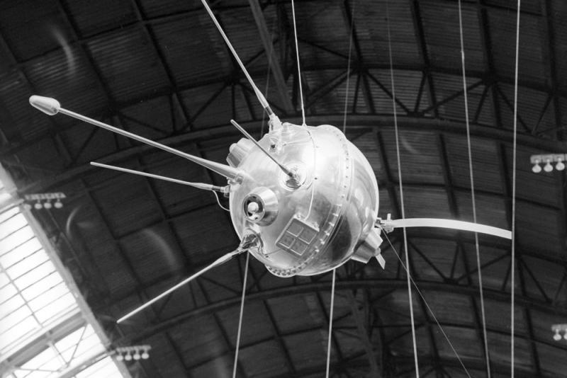 Запуск «Мечты» («Луны-1») заставил NASA форсировать работы по исследованию Селены космическими аппаратами. Фото Александра Моклецова / РИА Новости. Источник: https://rg.ru/2019/01/02/60-let-nazad-byla-zapushchena-pervaia-v-mire-kosmicheskaia-stanciia-luna-1.html