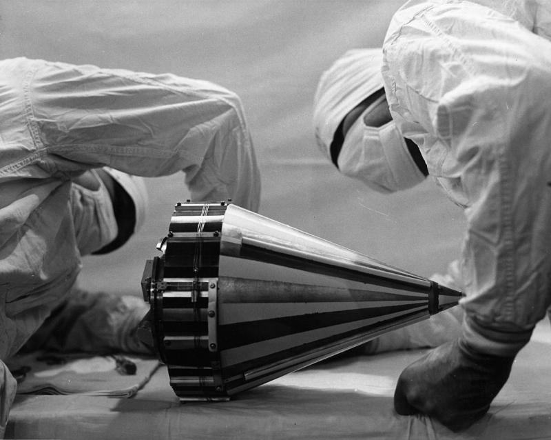 Лаборатория JPL предлагала одним прыжком преодолеть пропасть между простейшими аппаратами для исследования Луны (на фото – Pioneer 3) и самоходными роверами-роботами. Фото NASA. Источник: https://commons.wikimedia.org/wiki/File:Pioneer_3.jpg