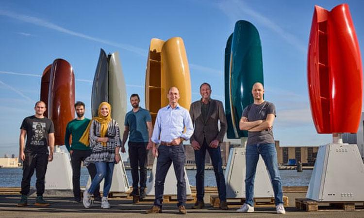 Разработчики на фоне своено творения. Источник изображения: Jan de Groen