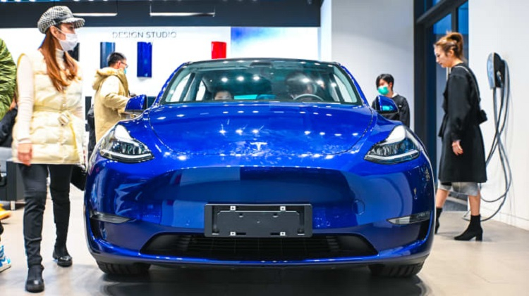 Цена акций Tesla упала на фоне сокращения продаж электромобилей в КНР