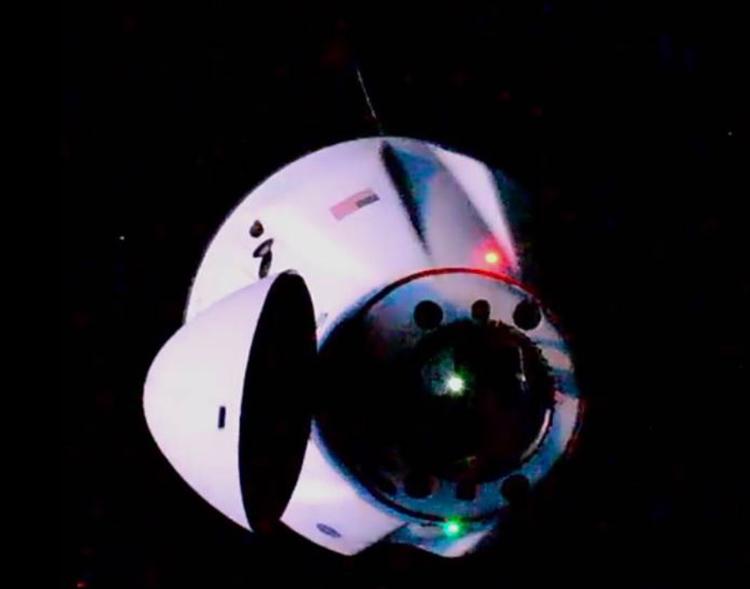"Корабль SpaceX Dragon успешно пристыковался к МКС"""