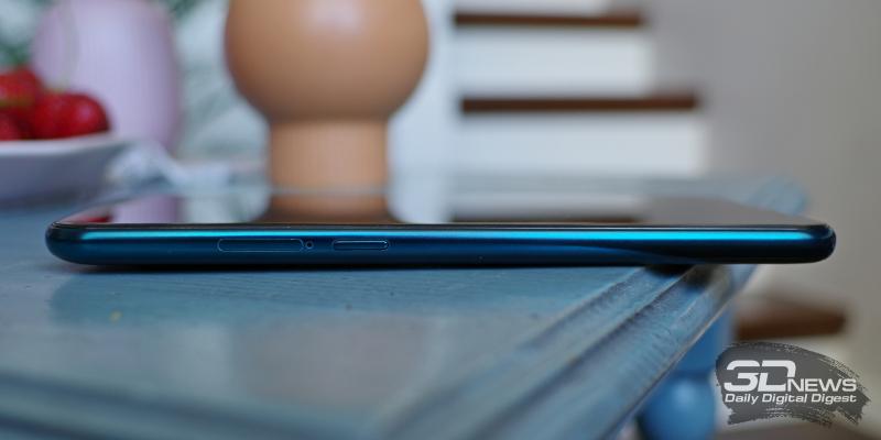 Nokia X20, левая грань: слот для карточек (nano-SIM и/или microSD) и клавиша вызовы Google Assistant