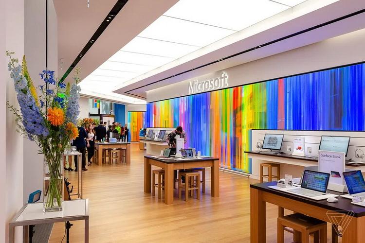 Шоурум Microsoft Experience Center Лондоне (фото: Том Уоррен, The Verge)