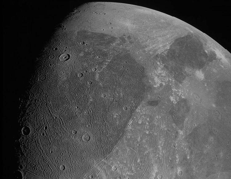 Ганимед с 1038 км. Нажмите для увеличения. Источник изображения: NASA