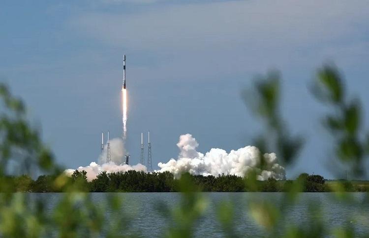 """SpaceX обеспечит скоростным спутниковым интернетом Starlink пассажиров коммерческих авиалиний"""""""