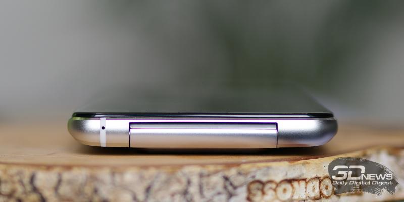 ASUS Zenfone 8 Flip, вехрняя грань: шарнир поворотного блока камеры и микрофон