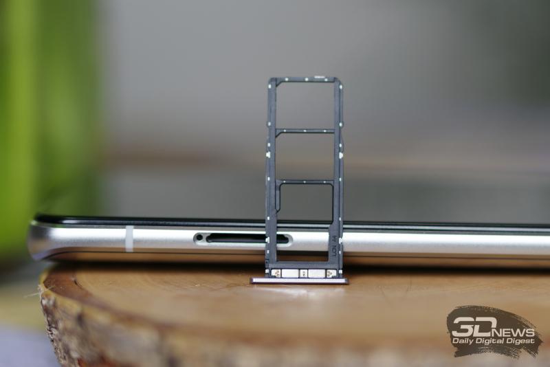 ASUS Zenfone 8 Flip, слот для двух карточек стандарта nano-SIM и одной карточки microSD